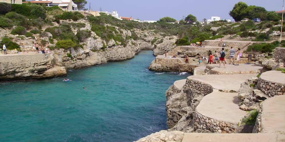 Cala Burt, la cala más diferente de Menorca