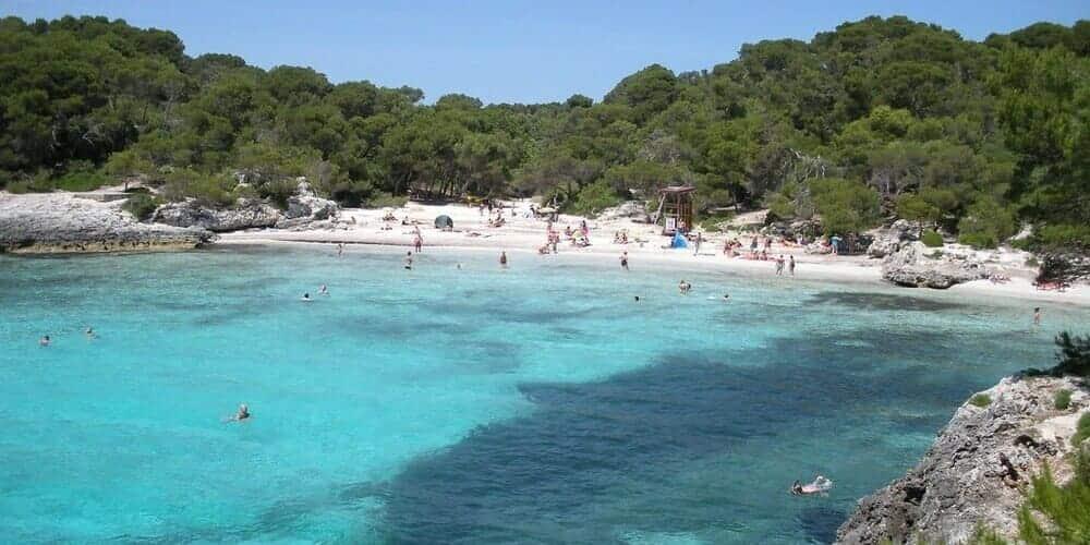 Cala Turqueta, una de las mejores playas de Menorca