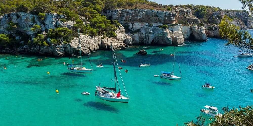 Cala Macarella, una de las más famosas de Menorca