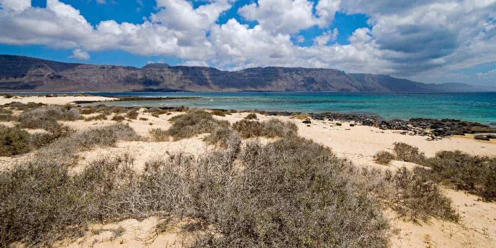 La Francesa es de las pocas playas de Lanzarote vírgenes