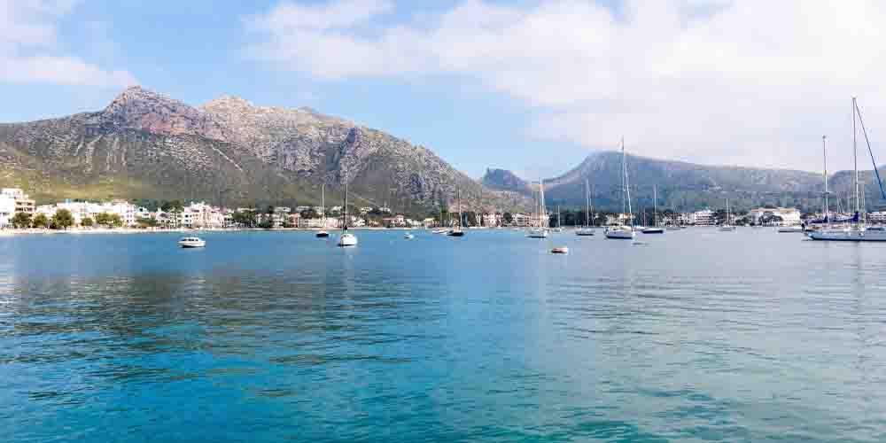 El puerto de Pollença, uno de los pueblos con más encanto de Mallorca.