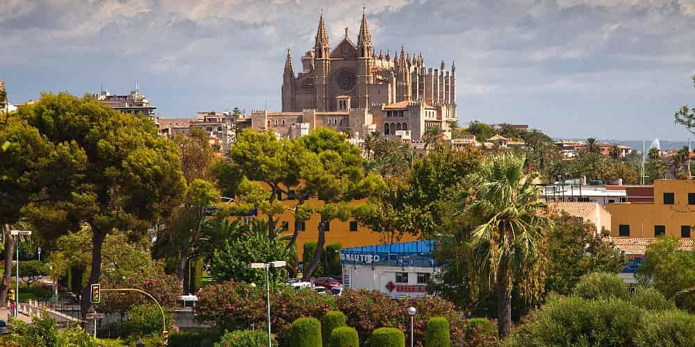La catedral de Palma es uno de los monumentos históricos que ver en Mallorca