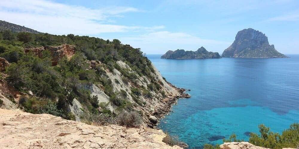 Preciosa Cala d' Hort y el islote Es Vedrà en Ibiza