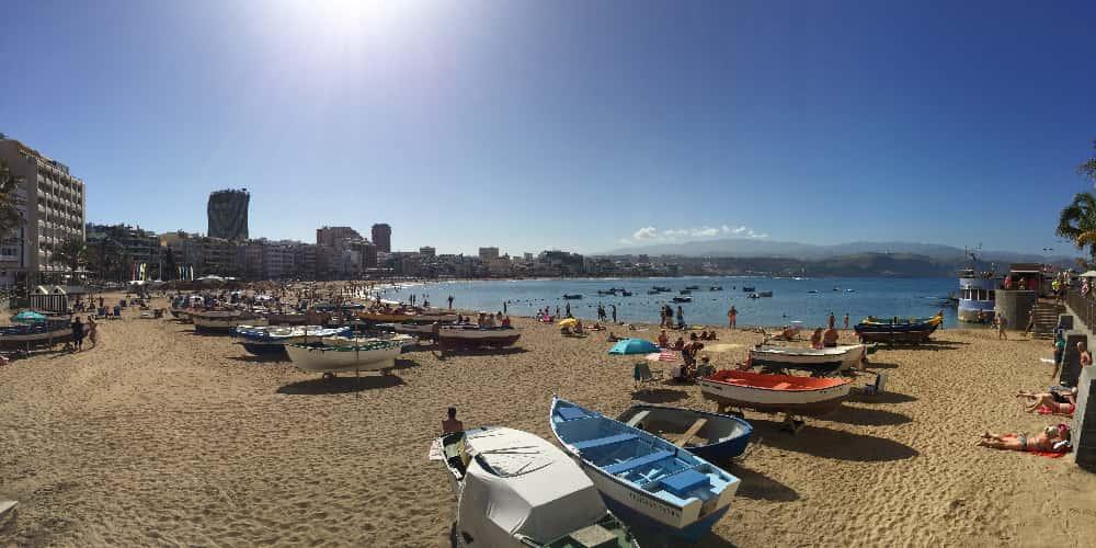 Las Canteras es la principal playa que ver en Las Palmas de Gran Canaria