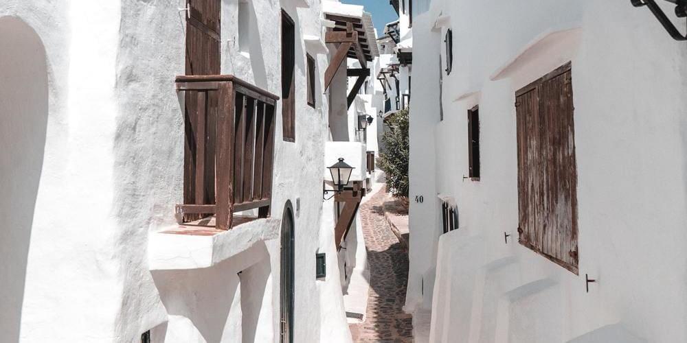 Pueblo de Binibeca Vell, un lugar perfecto que ver en Menorca