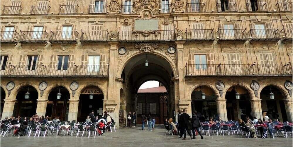 Recorre la Plaza Mayor en tu itinerario