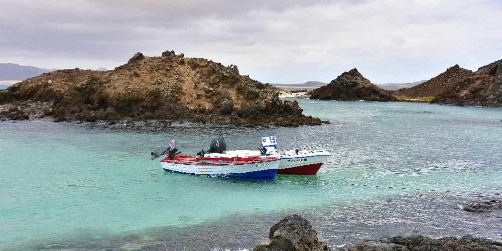 Embarcaciones al lado de la Isla de Lobos