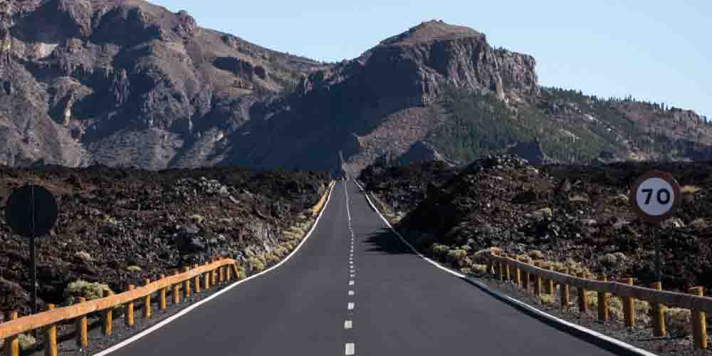 Carretera de Tenerife que lleva a la Estación Base.