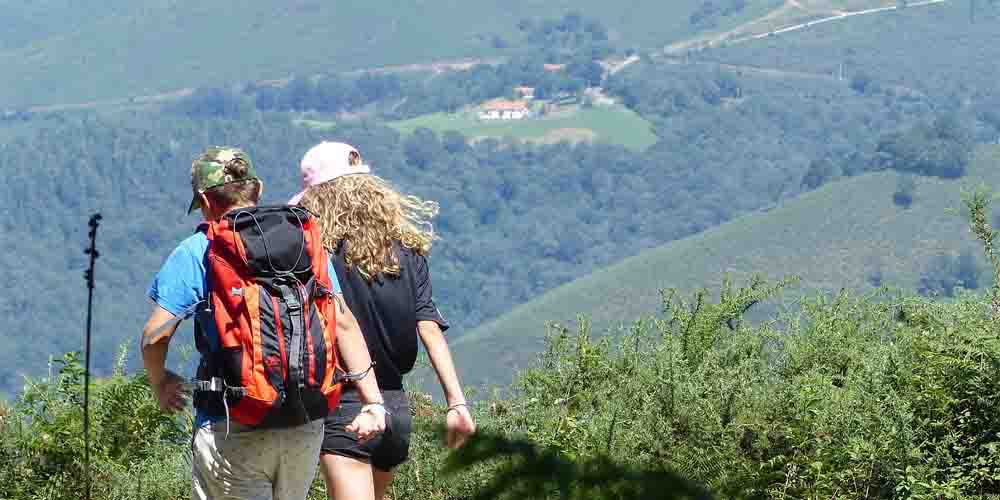 Una etapa de senderismo en la ruta del norte vasca del Camino de Santiago.