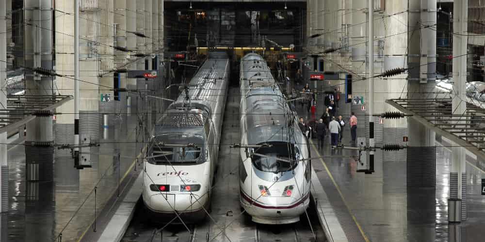 Cómo ir a Segovia desde Madrid. Una de las mejores opciones es el tren.