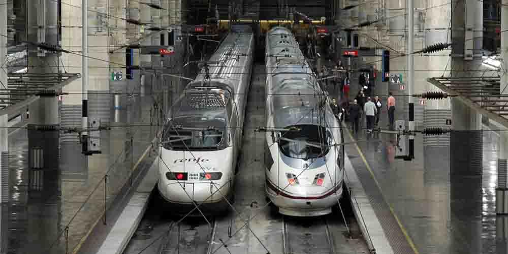 Tren de Alta Velocidad (AVE) en la estación de Atocha de Madrid.