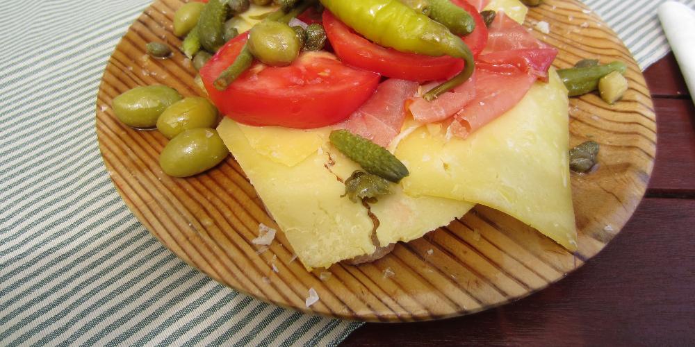 Pa amb oli es un plato típico de la comida mallorquina