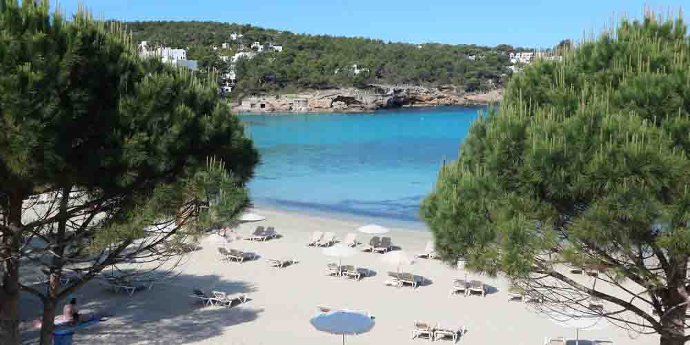 Playa de Portinatx, la mejor zonda donde alojarse en pareja en Ibiza.