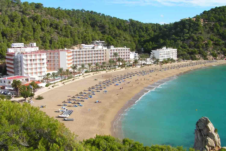 ¿Dónde dormir en Ibiza? – Hoteles y apartamentos donde alojarse