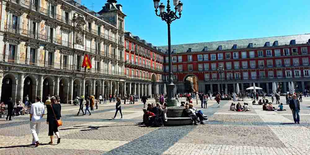 La plaza mayor en el centro de madrid. Zona donde dormir en el barrio de los Austrias.