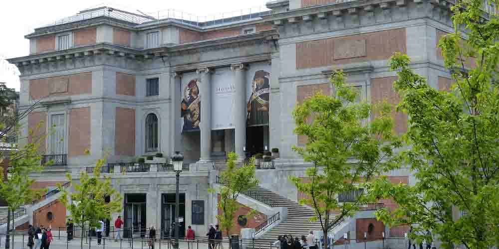 Puerta de entrada al Museo Nacional del Prado.