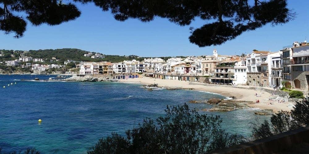 Playa de Sant Sebastià muy cerca de Barcelona