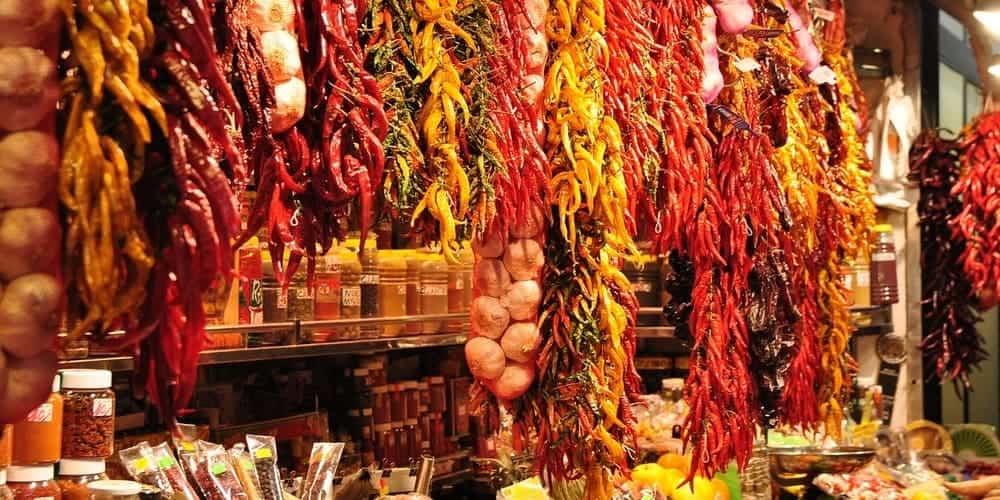El Mercado de la Boquería, un lugar perfecto que ver en Barcelona y comprar un aperitivo