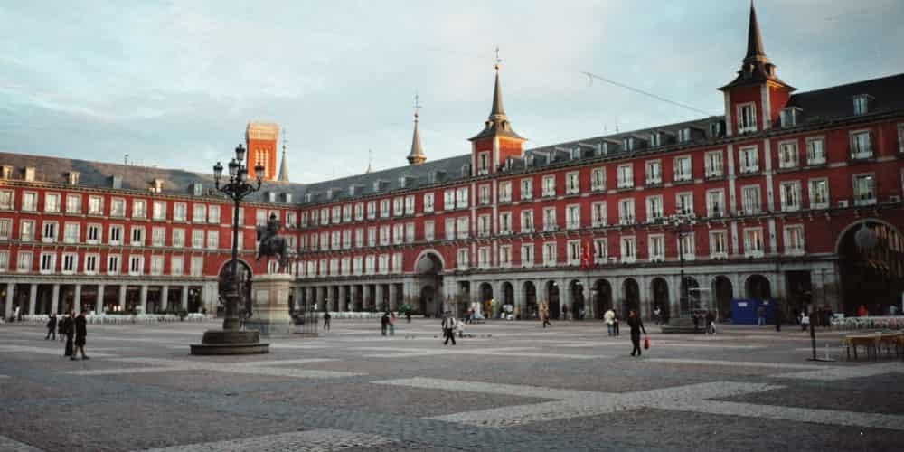 La Plaza Mayor es una de las plazas más famosas que ver en Madrid en 1 día