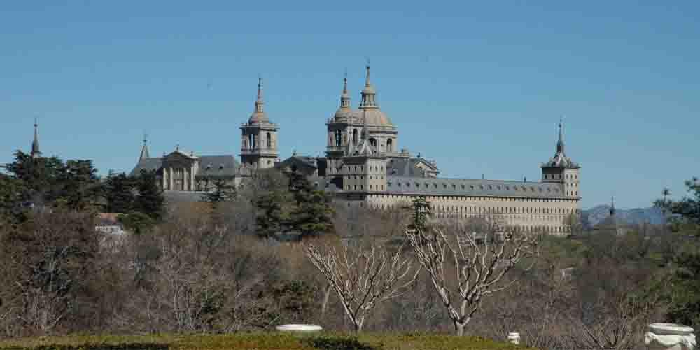 Monasterio-Palacio de San Lorenzo del Escorial. Monumento que ver en una excursión desde Madrid en tu visita de 3 días.