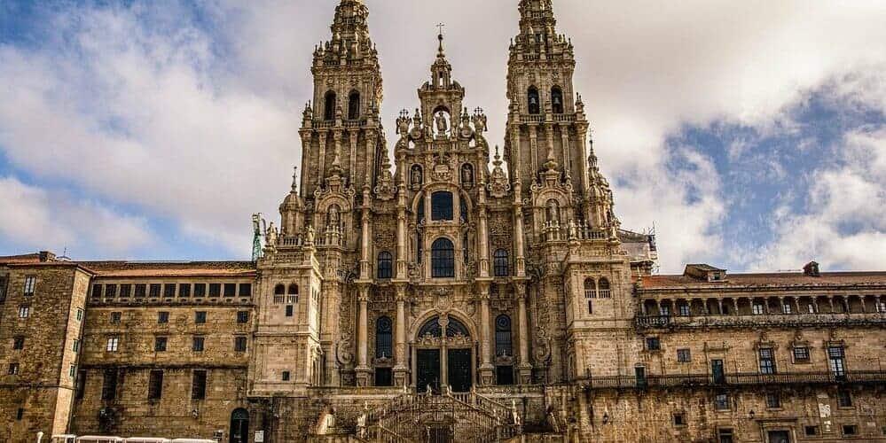 La Catedral de Santiago de Compostela, uno de los lugares imprescindibles que ver en tú viaje