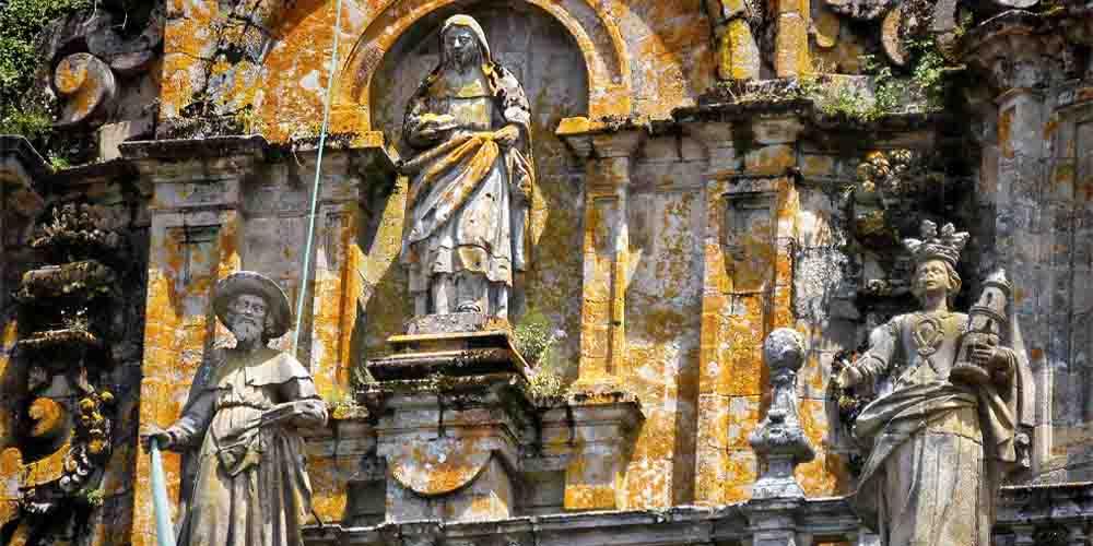 Vista en detalle de la escultura de la Catedral.