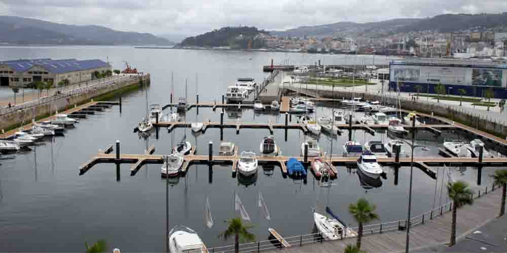 Puerto en la Ría de Vigo desde donde sale el ferry a las Islas Cíes.