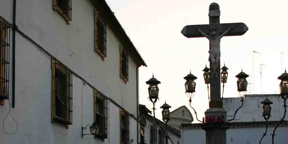 El Cristo de los Faroles, curiosa escultura que ver en el centro de Córdoba.