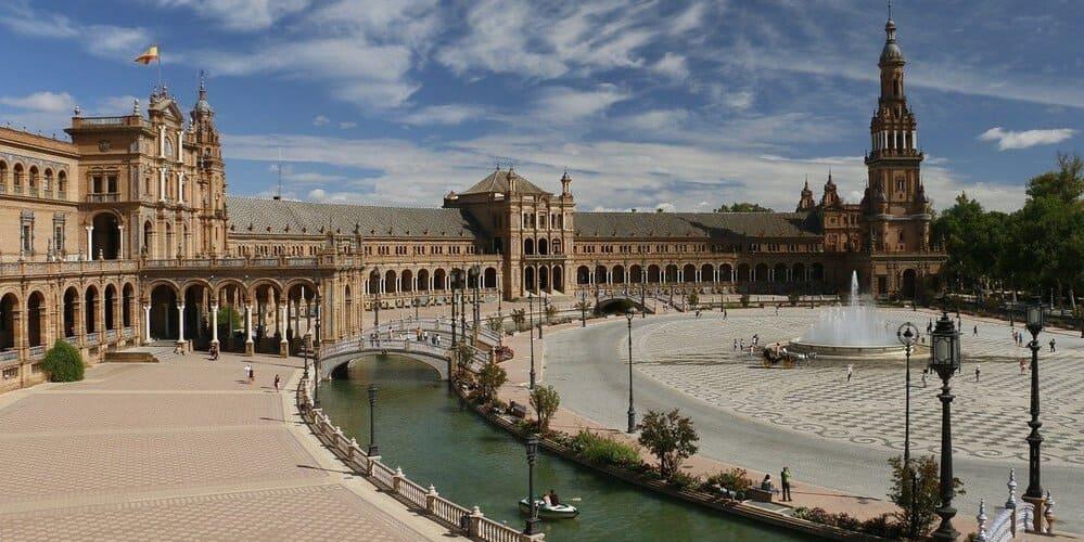 Plaza de España, un lugar imprescindible que ver en Sevilla