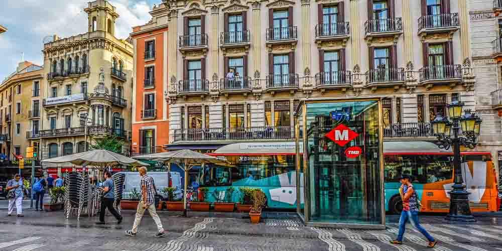 Línea de bus diurno de la red de transporte público de Barcelona.