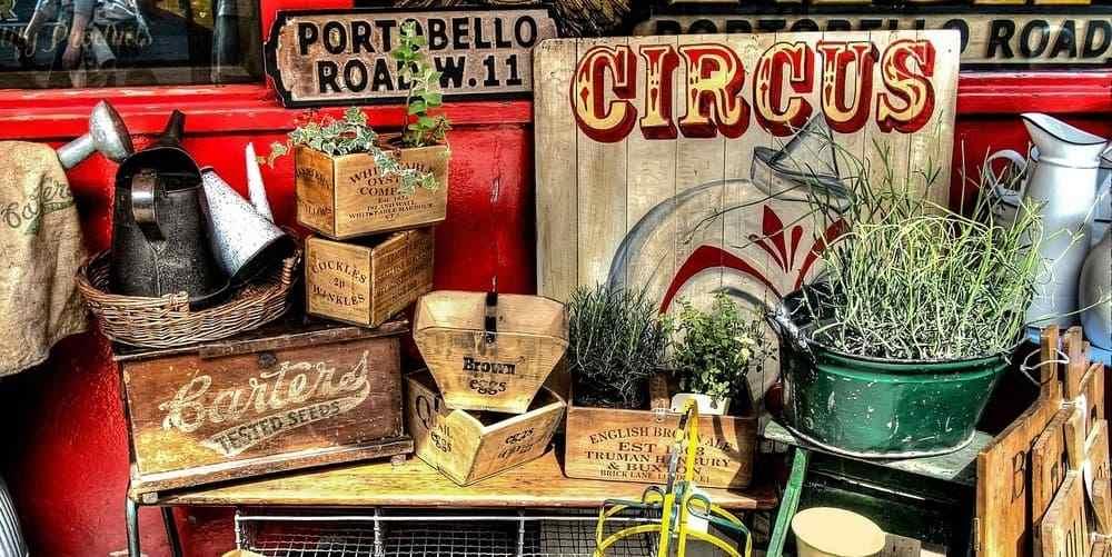 Puesto de antigüedades en el mercadillo de Portobello, en Notting Hill