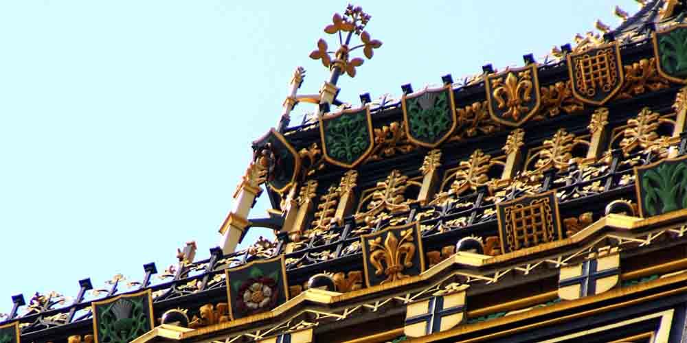 Detalle del relieve victoriano del Big Ben de Londres