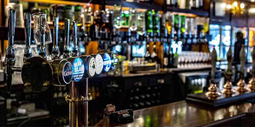 Un típico pub británico donde comer barato en Londres.