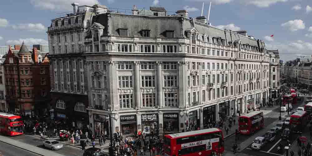 Alojamiento y tiendas en Oxford Street.