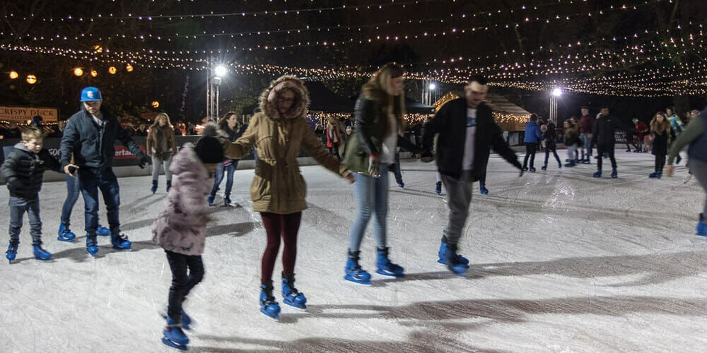 Pista de patinaje sobre hielo en el festival navideño de Londres más famoso