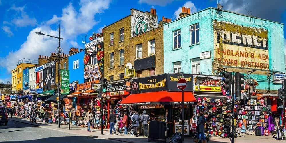 Edificios extravagantes de colores característicos de Camden Town