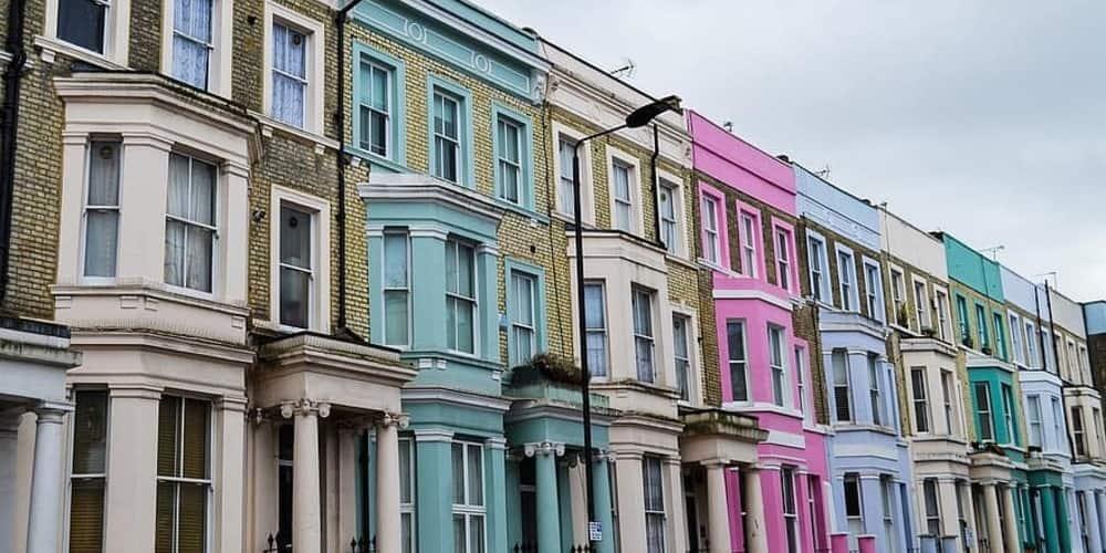 edificios de colores característicos de NottingHill