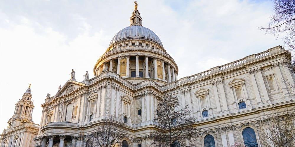 Fachada de la Catedral de San Pablo en Londres.