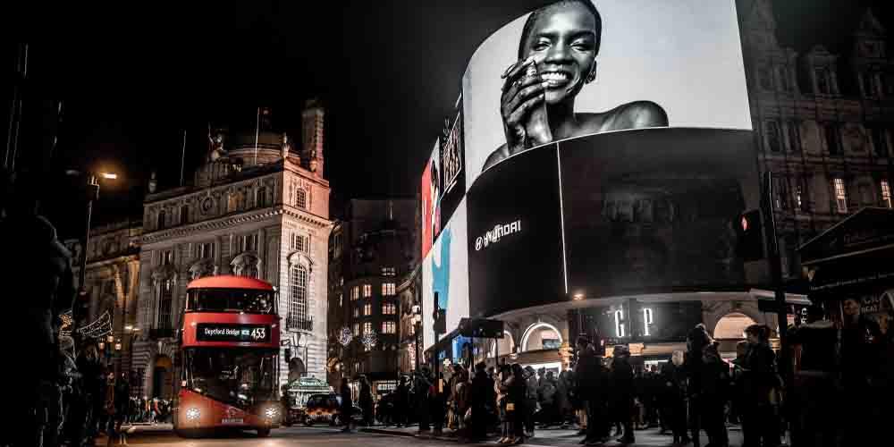 Las pantallas de Piccadilly Circus son el centro del ocio de la ciudad.