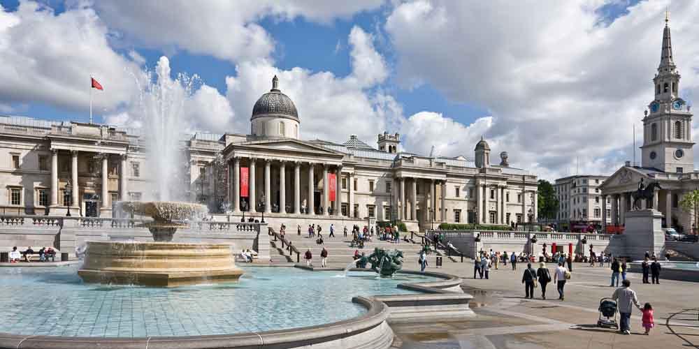 La National Gallery, uno de los monumentos de Londres que podemos ver en Trafalgar Square.