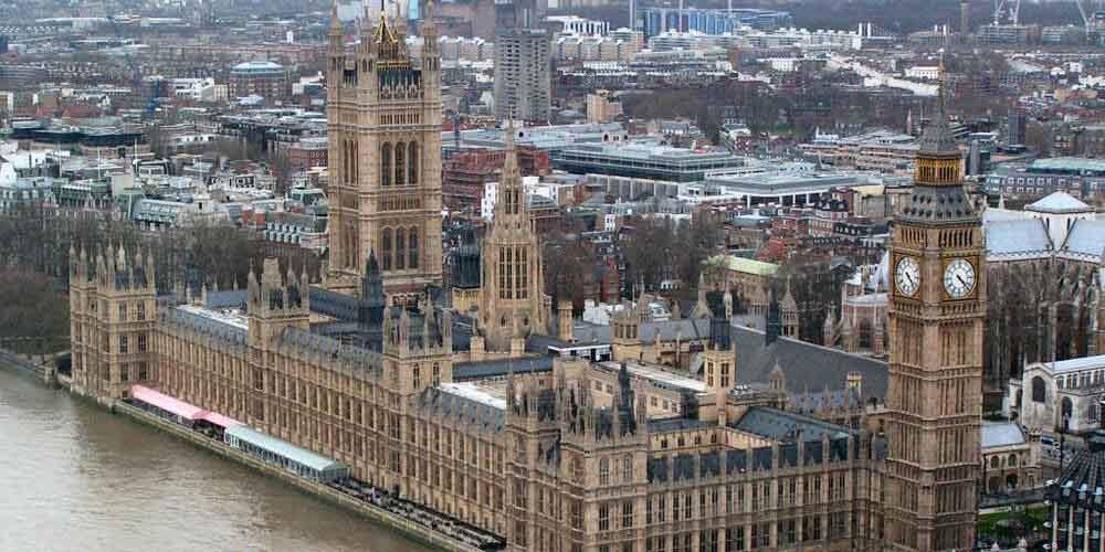 El Palacio de Westminster junto al río Támesis
