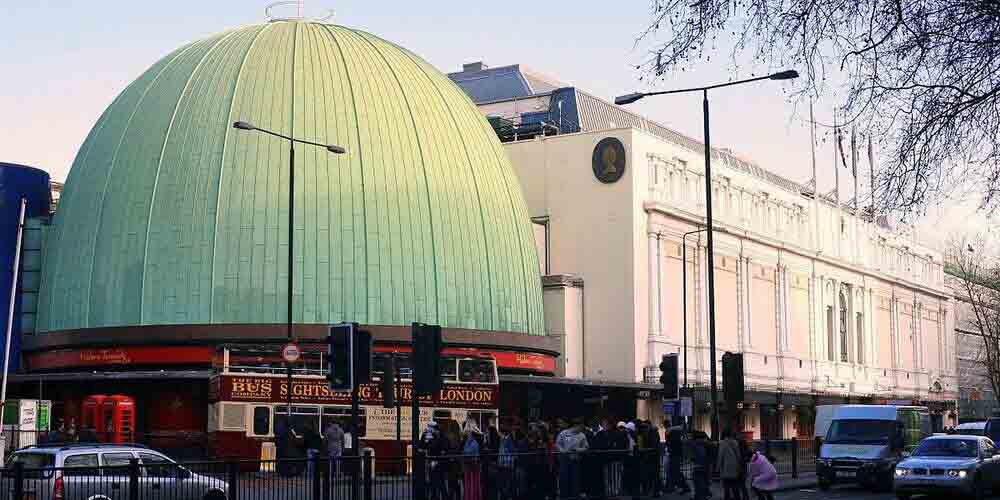 "La cúpula del museo de cera de Londres ""Madamme Tussauds""."