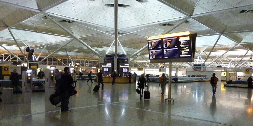 interior de la terminal del aeropuerto de Londres Stansted
