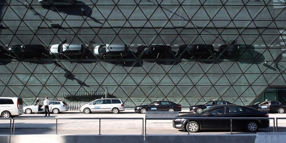 Distancia entre el aeropuerto Juan Pablo II y Cracovia y formas para desplazarse