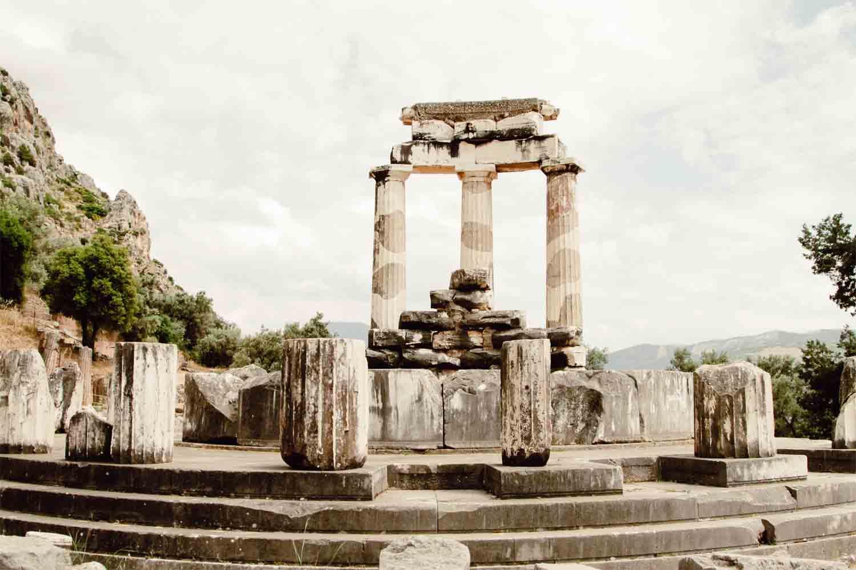 Cómo llegar de Atenas a Delfos – Recorridos y opciones para viajar