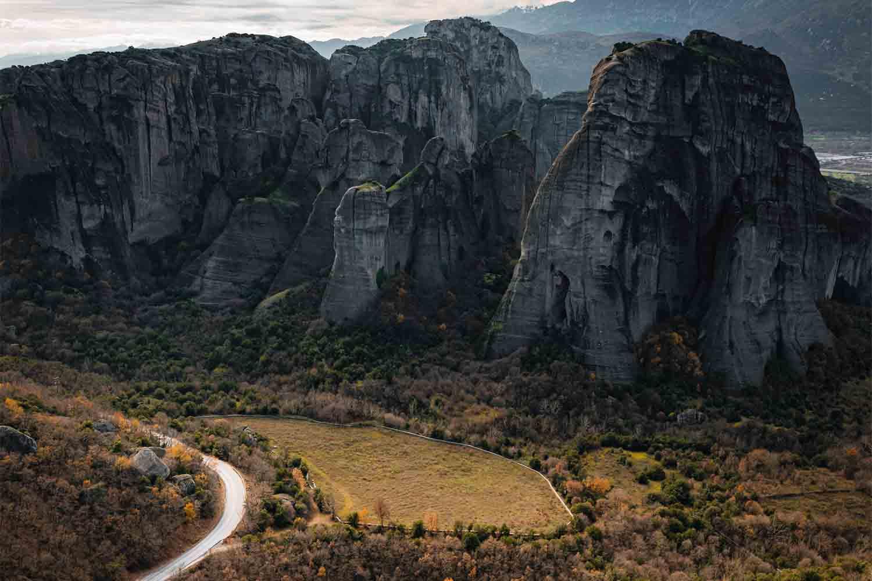 Cómo ir de Atenas a Meteora – Los Mejores Itinerarios y Opciones para Viajar