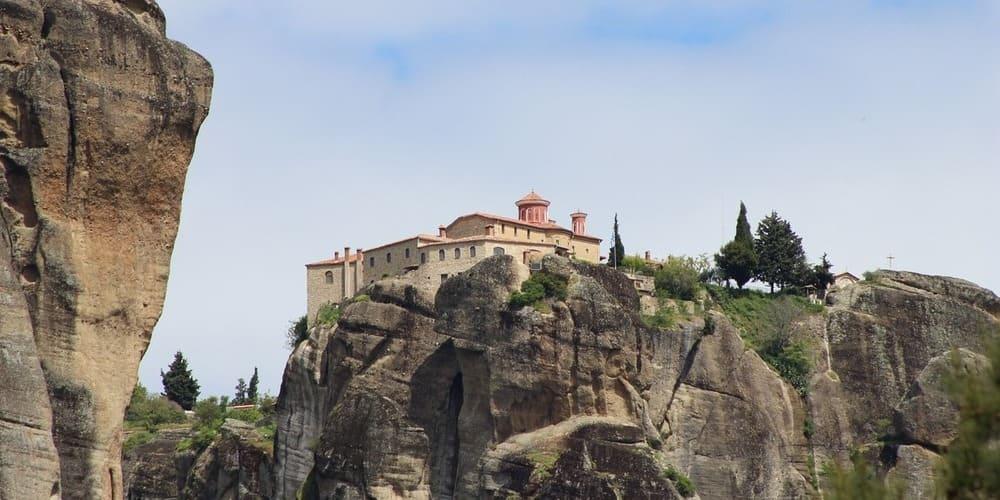 Vista de un monasterio de Meteora