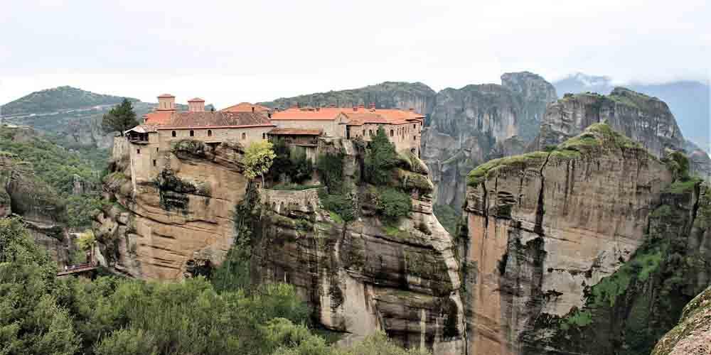 Vista de un monasterio de Meteora en Grecia.