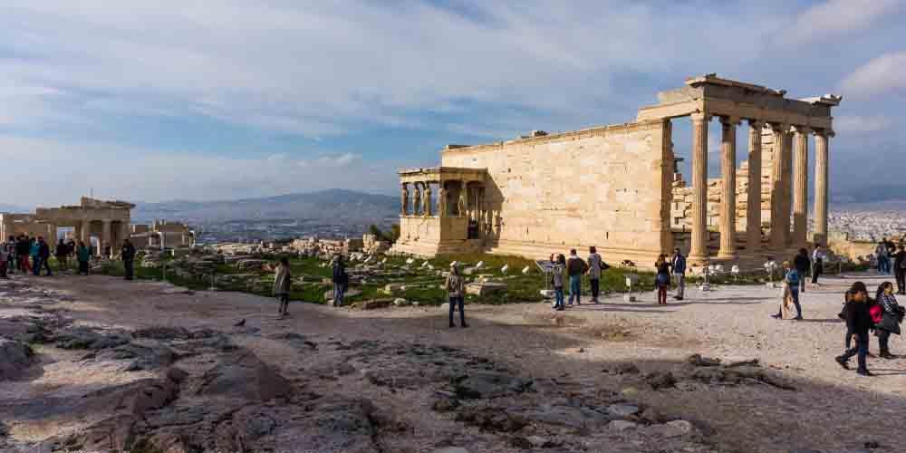 El Erecteón de la Acrópolis, uno de los principales monumentos que ver en Atenas en dos días.