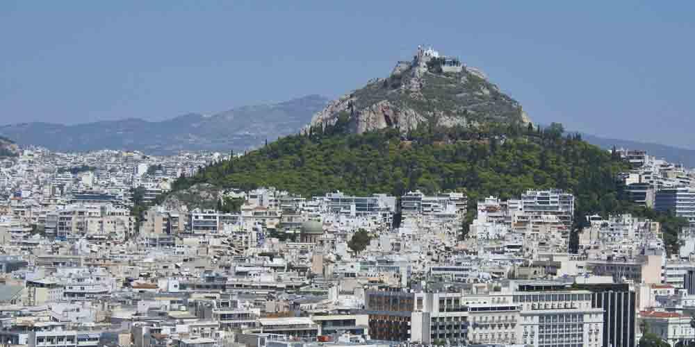 El monte Licabeto sobre la ciudad.